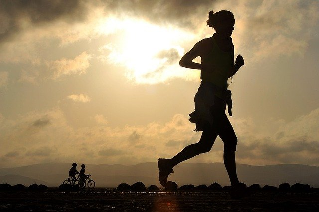 Odblaski do biegania – szczególnie ważne teraz!